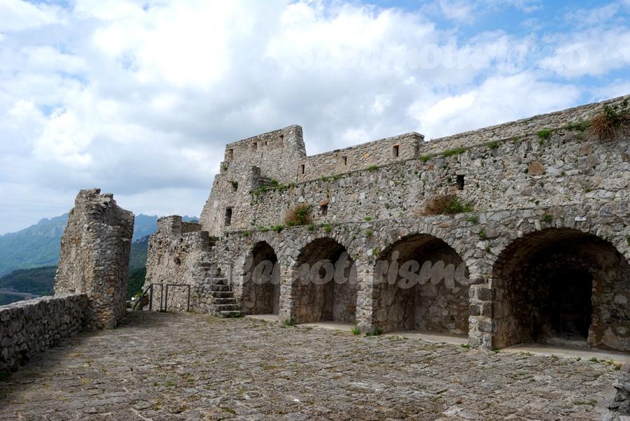 Castello-Arechi3